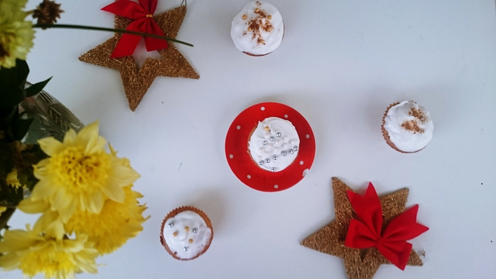 blogmas 2015, day 20 - christmas cupcakes recipe - festive, christmas food, the steps - finished products, we heart it style, pearls, icing- bblogger, artsy, tumblr, pinterest
