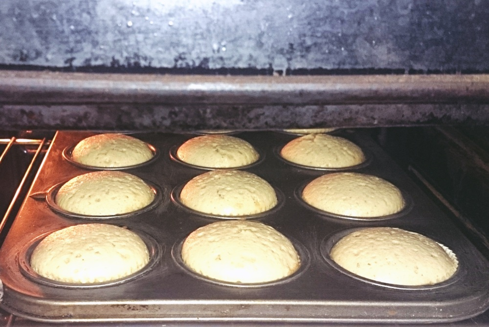blogmas 2015, day 20 - christmas cupcakes recipe - festive, christmas food, the steps - the filled muffin tin - in the oven - bblogger, artsy, tumblr, pinterest